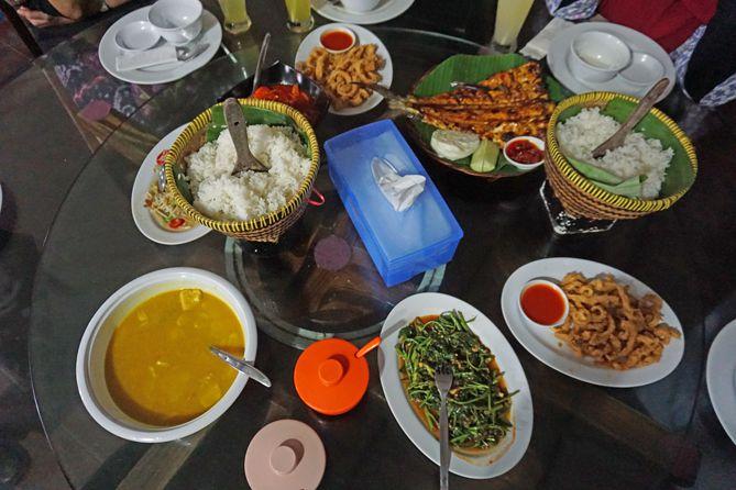 Kuliner malam di Laut Restaurant Bangka