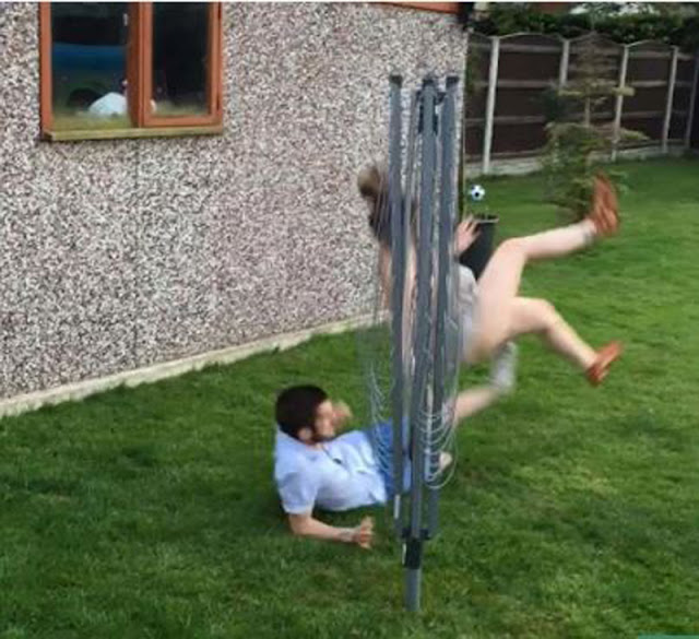 ΤΡΕΛΟ ΓΕΛΙΟ! Δείτε τι έκανε ένας άνδρας στην κοπέλα του ενώ έπαιζαν μπάλα (ΒΙΝΤΕΟ)