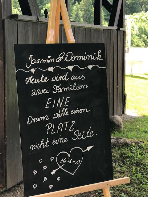 Heute wird aus zwei Familien eine, Tafel Sommerhochzeit in den Bergen von Garmisch-Partenkirchen, Riessersee Hotel ihr Hochzeitshotel in Bayern, Apfelgrün und Weiß, Hochzeitsplanerin Uschi Glas