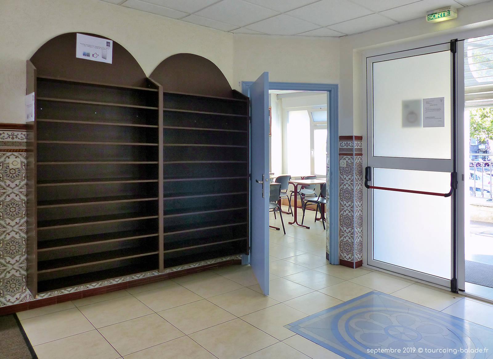 Mosquée Assalam Tourcoing - Entrée, Chaussures.