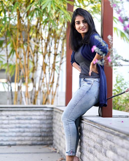 Vakeel Saab Movie Actress Ananya Nagalla Sexy Photo Stills Navel Queens