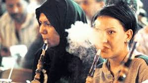 اجمل صورة سيلفي بنت عربية محجبة تدخن السجائر