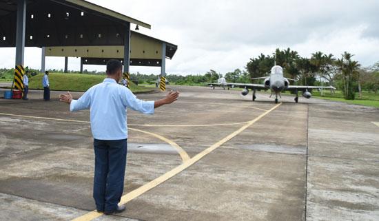 Skadron Udara I Elang Khatulistiwa Sukses Gelar Latihan Tempur di Lanud Roesmin Nurjadin.  Foto kapentak Danlanud Supadio