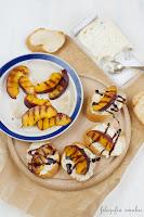 Crostini z gorgonzolą i grillowanymi nekatarynkami