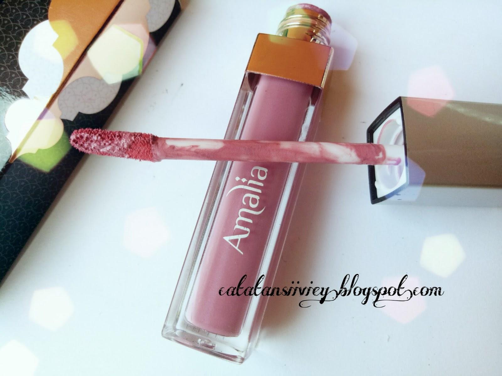 Review Amalia Matte Lipcream Marocco Pink 03 Cosmetics Lip Cream Morocco Nude Secara Packagingamalia Ini Di Kemas Dengan Botol Berbahan Plastik Kokoh Berwarna Bening Penutup Silver Dan Bagian Aplikator Nya