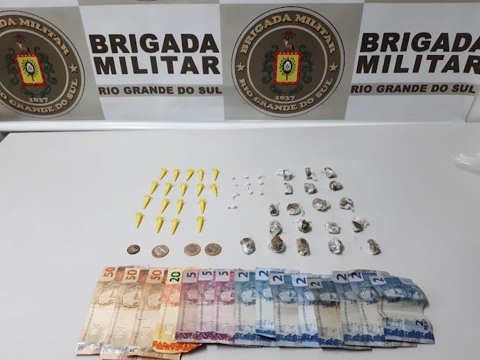 Dupla é presa por tráfico de drogas na Vila Rica em Gravataí