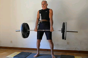 Italian weightlifter breaks Guinness record with 6-minute deadlift