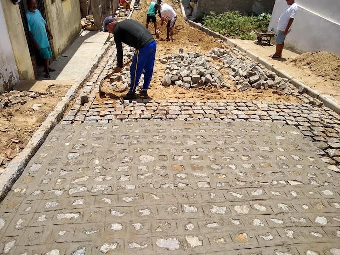 Prefeitura de Umbuzeiro realiza obra de calçamento na Rua Agostinho Leal do Rego no Bairro do Matadouro