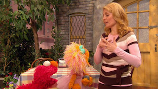 veteran Gina, Elmo, Zoe, Sesame Street Episode 4310 Afraid of the Bark season 43