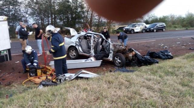 Dois caminhões e um veículo se envolvem em acidente e matam quatro pessoas na 239 em Assis