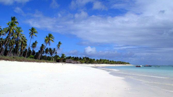 Pantai Nembrala Pulau Rote Cocok Bagi Surfer Pemula