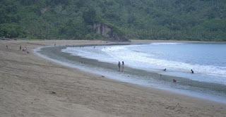 Indahnya Pantai Sipelot Malang