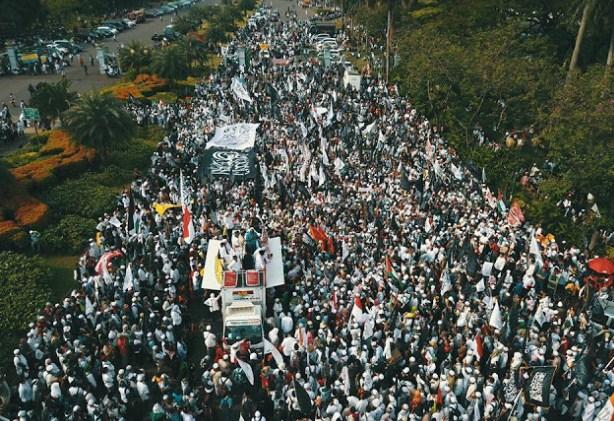 Merinding! Ini Foto-foto Suasana Puluhan Ribu Umat Islam Tumpah Ruah Hadiri Aksi Damai 287