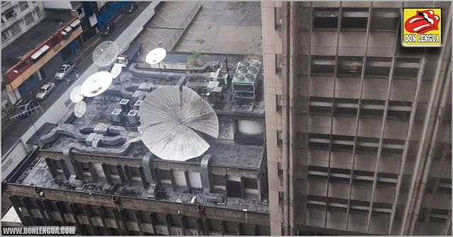 Un rayo cayó en la antena del edificio de El Universal y la hizo caer al vacío