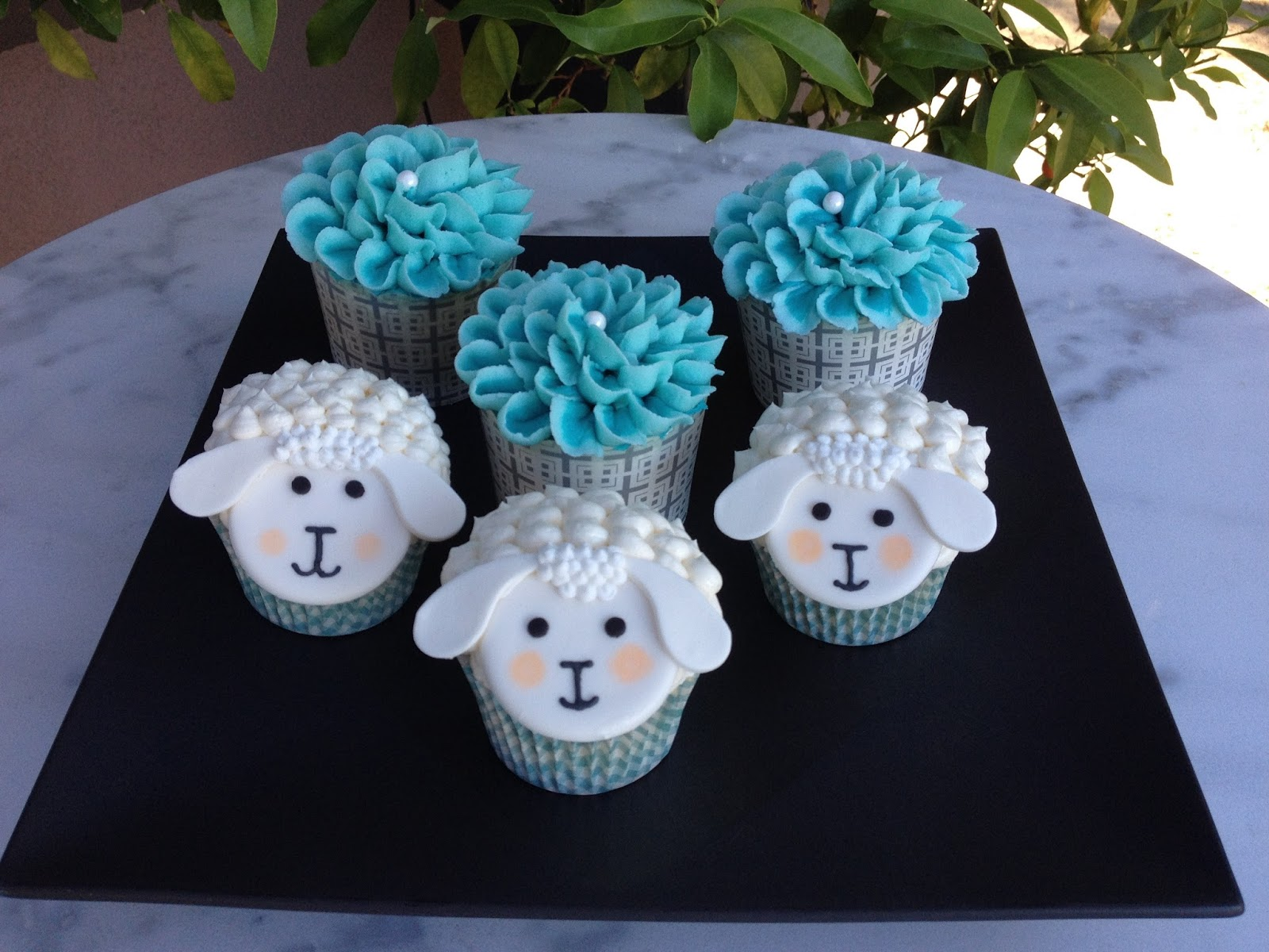 LAMB THEME BABY SHOWER CUPCAKES