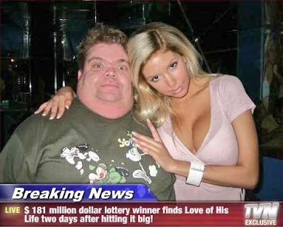 Dicker reicher Lottogewinner mit Bimbo lustig