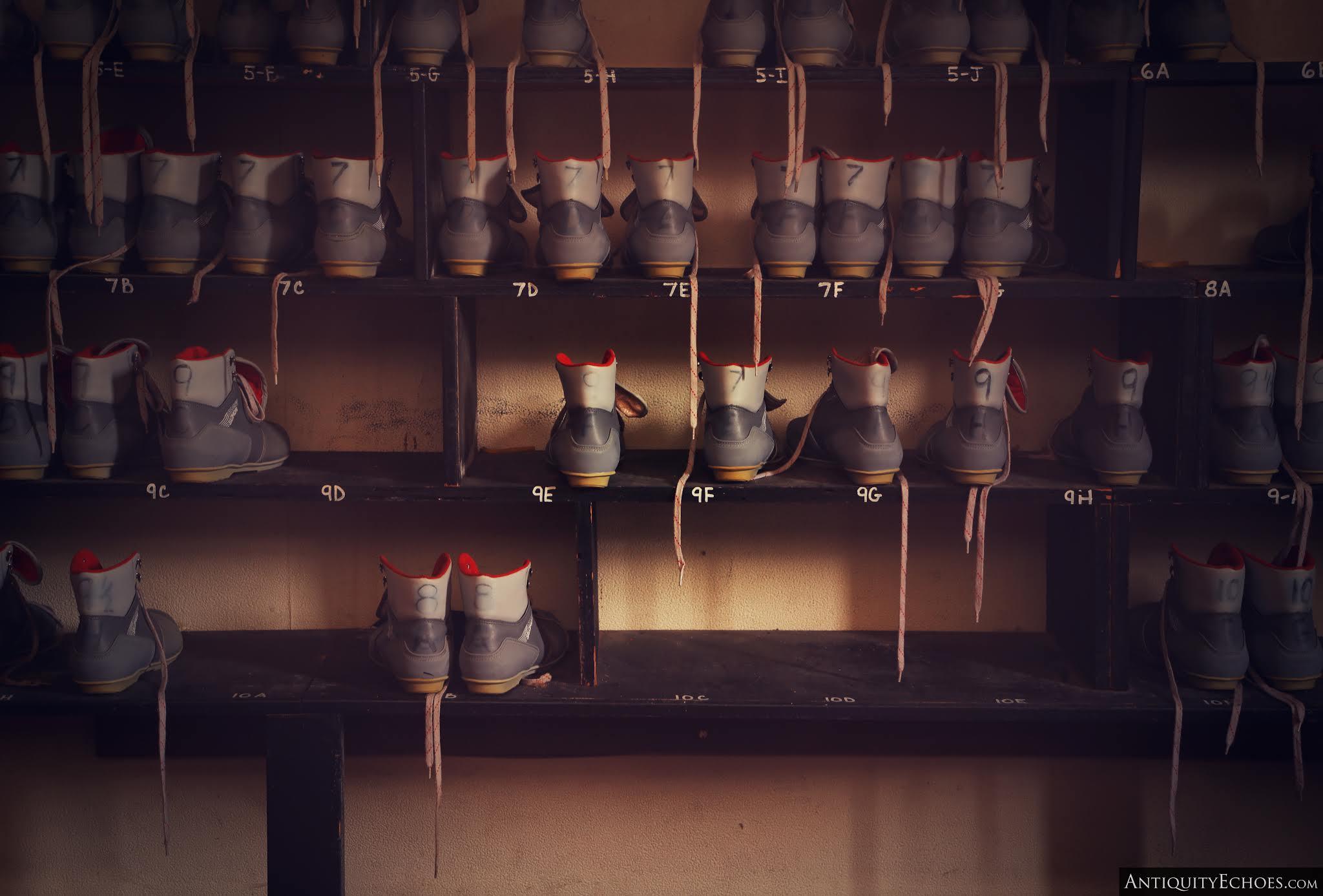 Nevele Grande - Rental Boots Line a Shelf