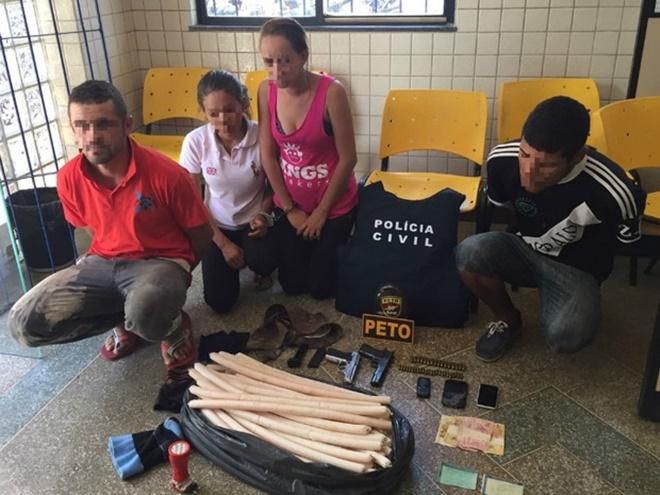 Dois casais são presos com 70 bananas de dinamite em motel na BA