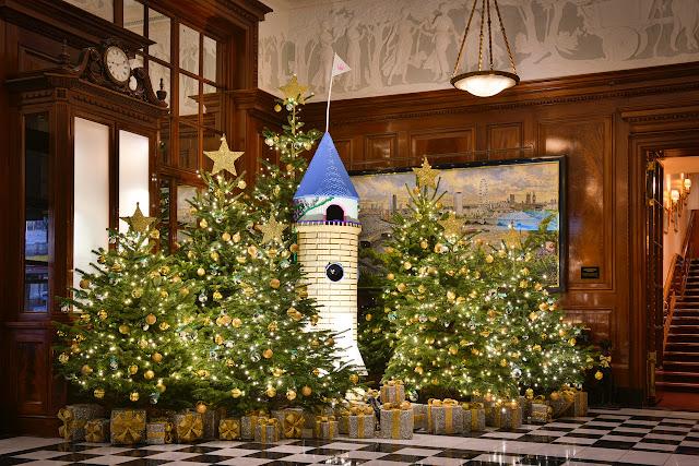 christmas, carols, amazings, dirk denoyelle, savoy hotel london