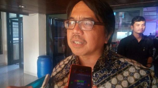 "Postingan Konyol Ade Armando Dibalas Polling ""Pecat Ade Armando dari UI"""