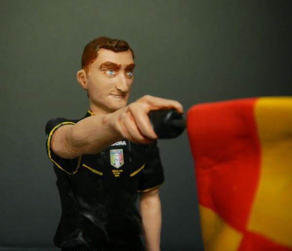 action figure personalizzata arbitro con bandierina calciatore orme magiche