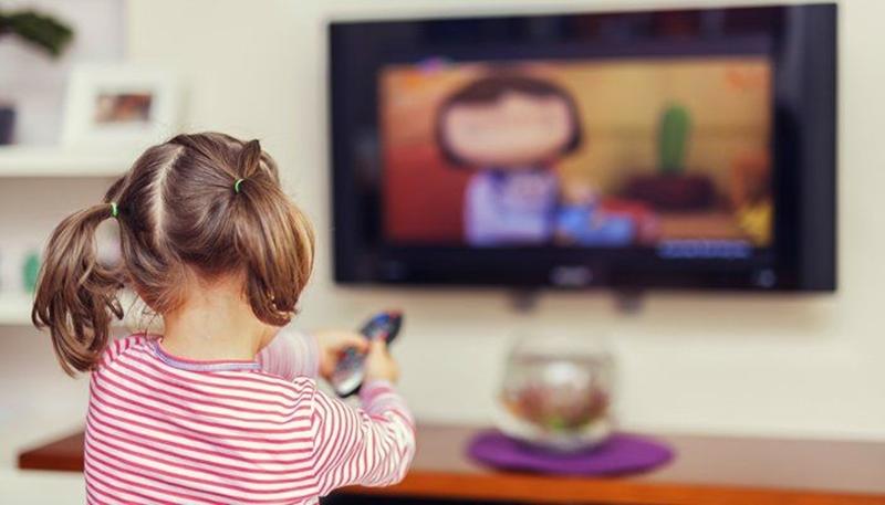 Çocuğunuz televizyonu yakından ve yüksek sesle izliyorsa