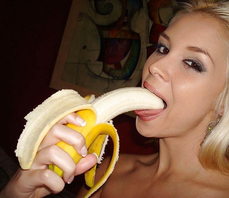 deepthroat-a-banana-girls-young-webcam