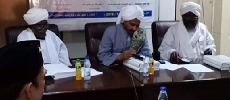 Berita Terbaru Ustadz Abdul Somad (UAS): Raih Gelar Doktoral dari Oumdurman Islamic University, Sudan.