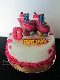 Bolo com uns patins da Luna para o 8º aniversário da Bruna