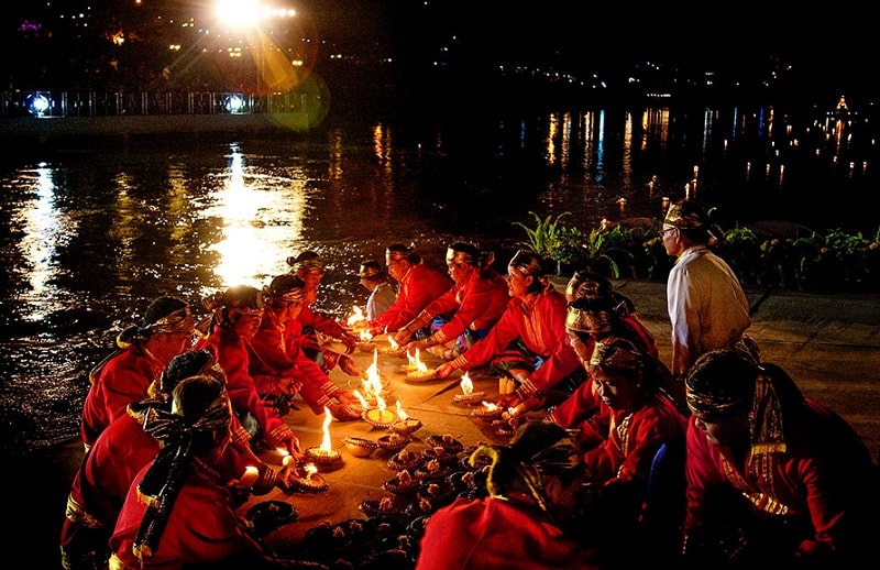Loi Krathong Sai Lai Prathip Phan Duang Tradition, Tak