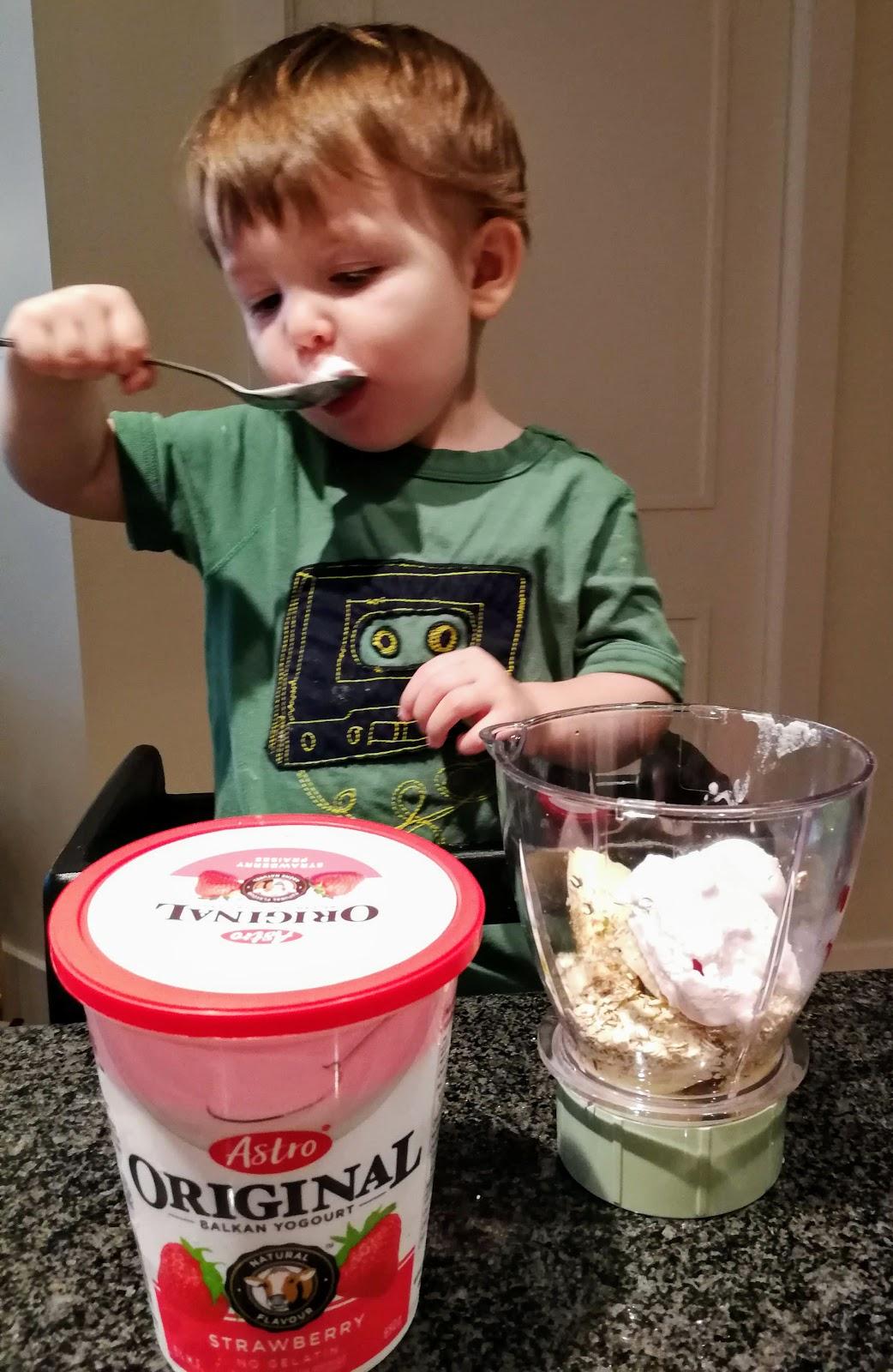 toddler cooking, banana smoothie, Astro Yogurt, Manitoba Hemp Hearts, Quick Oats, Baby Bullet