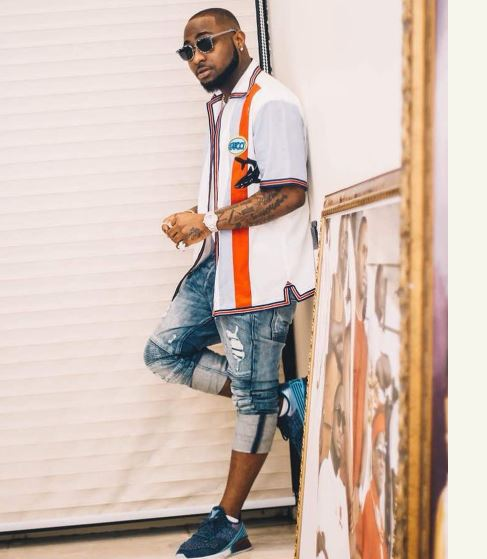BURSTED!!! Davido Accused Of Giving His Used Clothes To Peruzzi & Fresh (Photos)