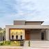 Fachada de casa térrea cinza com painel em 3D e madeira!