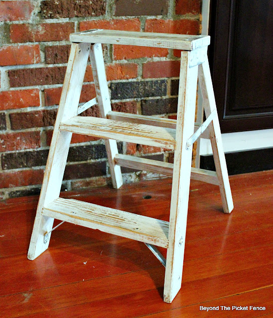 stepladder, thrift store find, shelf, shabby, chippy paint, farmhouse, https://goo.gl/dztLg9
