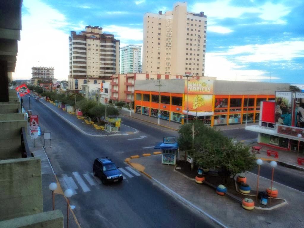 Avenida Emancipação, no Centro de Tramandaí