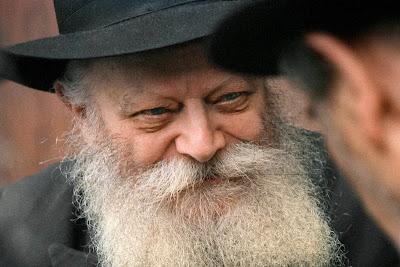 ¿Cuál es la diferencia entre un Rabino y un Rebe?