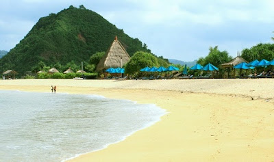 Tempat Wisata di Lombok pantai kuta lombok
