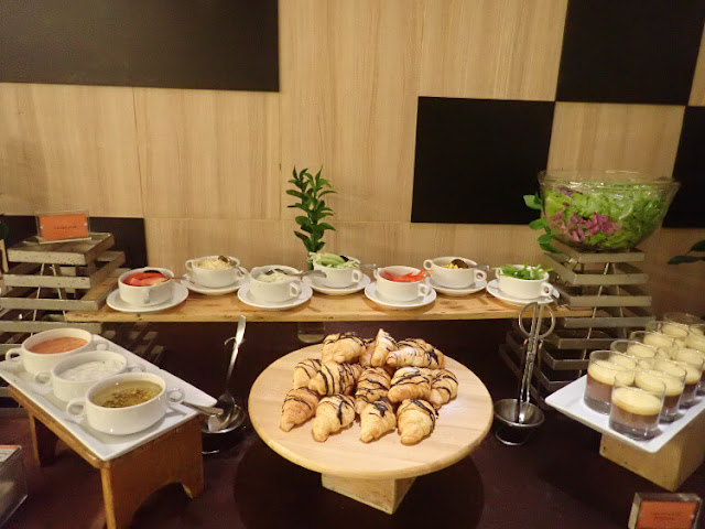makan malam di clove garden hotel bandung