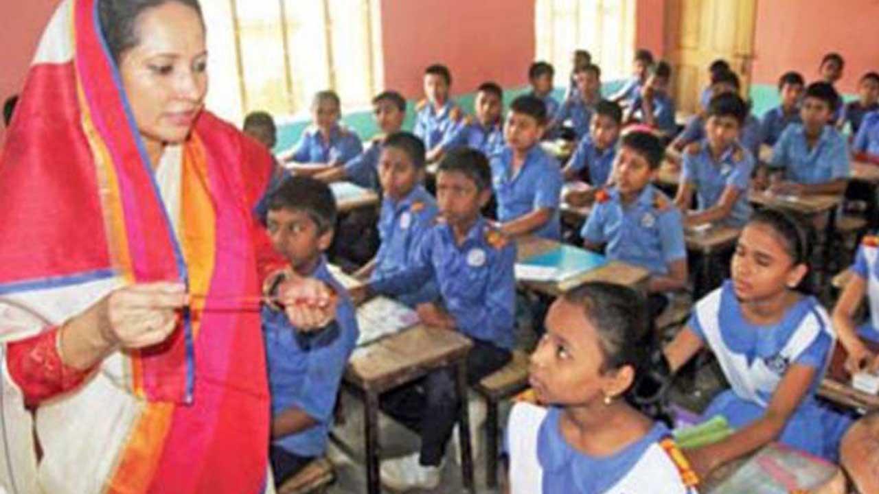 সারা দেশের সরকারি প্রাথমিক বিদ্যালয়ের শিক্ষকদের বেতন বাড়ছে | বিস্তারিত পড়ুন