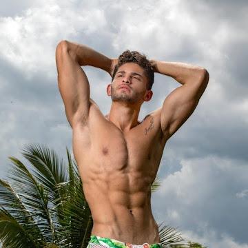 Mister Model Nacional posa de sunga em ensaio