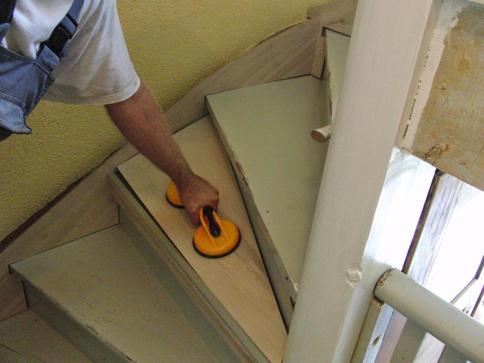 Treppe mit Laminat verkleiden - Einpassen der Trittstufe