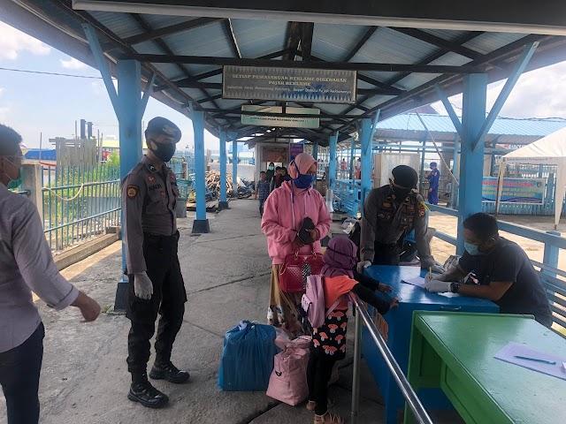 Setiap Hari Polres Meranti Lakukan Himbaun Adaptasi Kebiasaan Baru di Pelabuhan