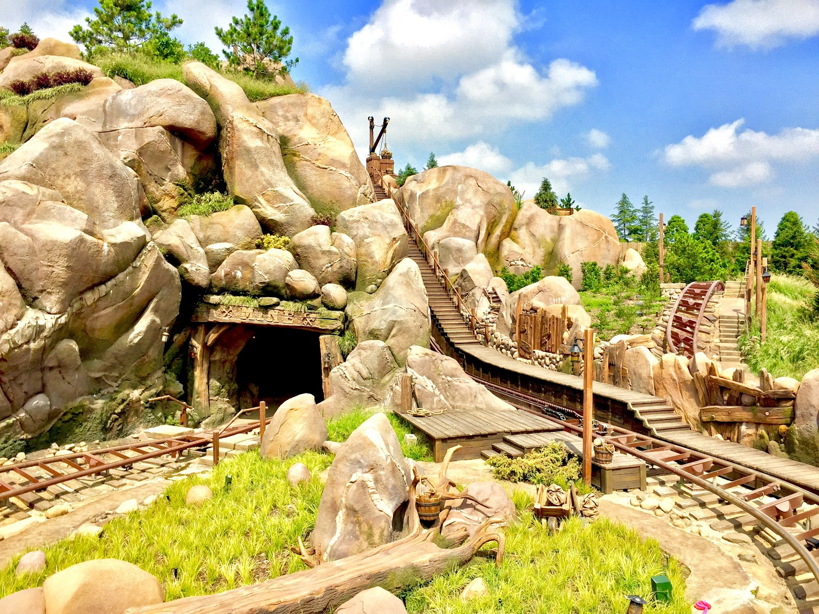 Shanghai Disneyland Seven Dwarfs Mine Train Vekoma