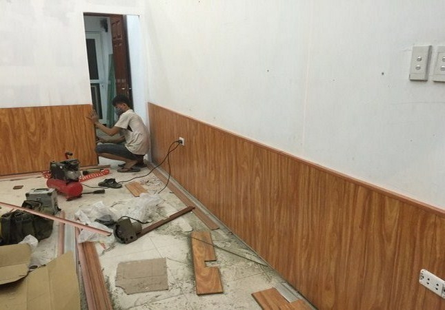 Giá Tấm nhựa ốp chân tường Giá bao nhiêu tiền 1m2, Thi công len phào giả gỗ ốp chân Tường Theo M2 2021