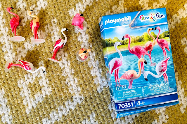 Contents of the Playmobil Flamingo set next to box