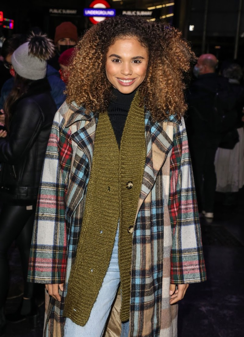 Jessica Plummer Clicks at A Christmas Carol Opening Night at Dominion Theatre in London 14 Dec-2020