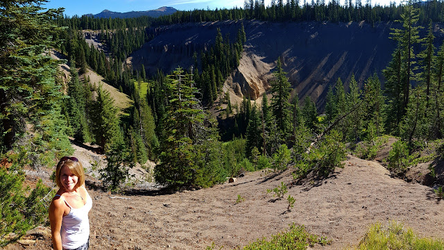 A deep canyon on the way to Crater Lake...