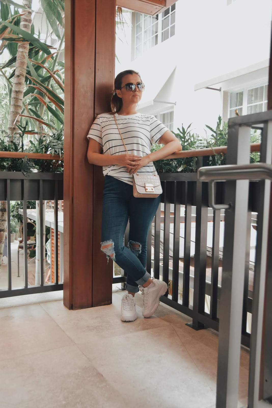 Cómo usar rayas y jeans durante el verano by Mari Estilo-fashion blogger-tendencias-look of the day-streetstyle-miami swim week-miami beach-fashionista-rayas-denim lovers-dcblogger-