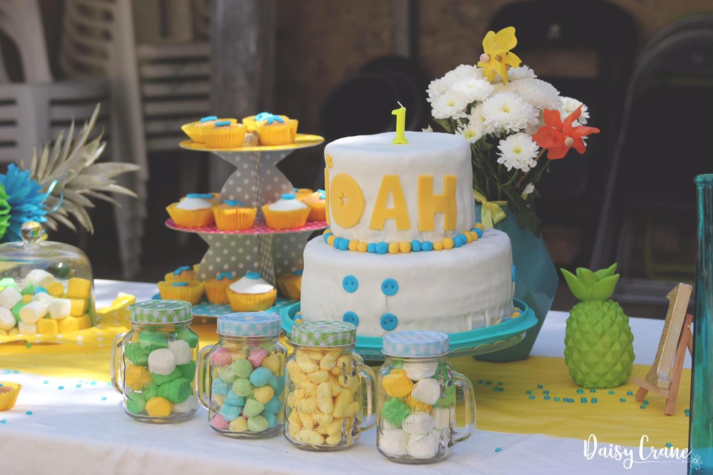 sweet table colorée pour le premier anniversaire de Noah