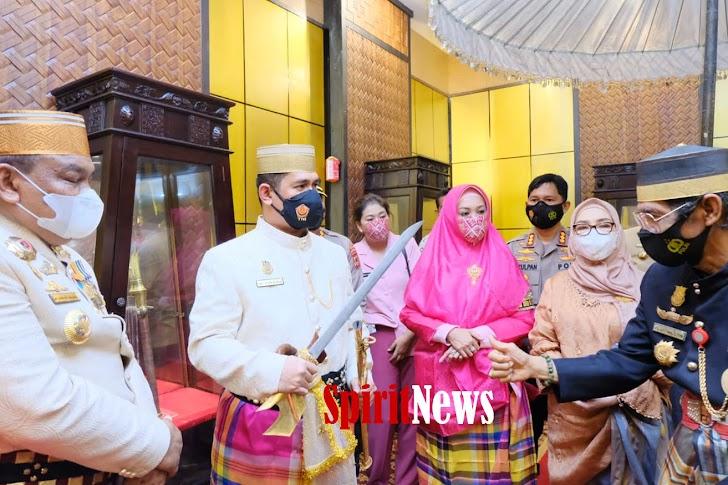 "Kabid Humas Dampingi Kapolda Sulsel,  Kunjungi Museum Arajange Bone, Di Gelari Tamu Kehormatan "" Lasalipu Daeng Marakka"""
